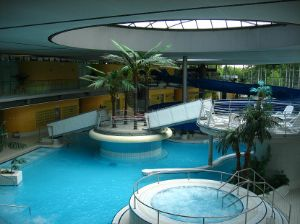 Schwimmen in den Hallenbädern
