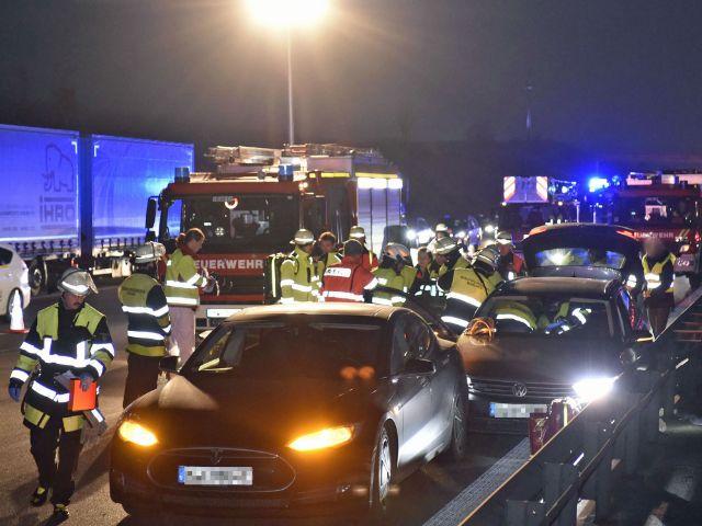 Feuerwehreinsatz auf der A9 bei Garching, Foto: Feuerwehr München