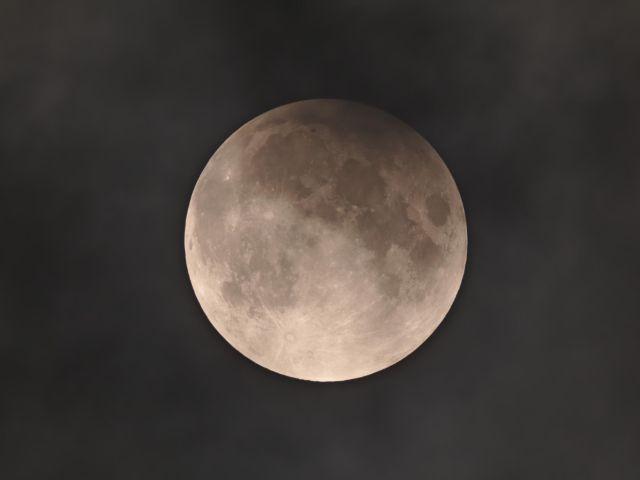 Halbschattenfinsternis des Mondes in der Nacht vom 10. auf 11.2.2017, Foto: Benjamin Mirwald, aufgenommen an der Volkssternwarte München