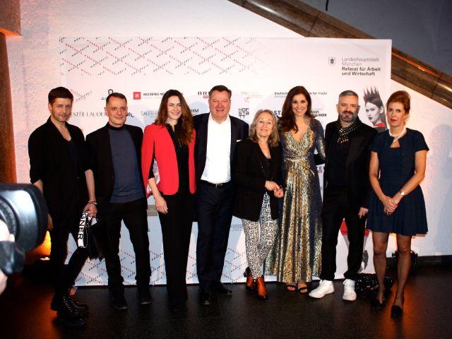 Münchner Modepreis 2018: Christian Beck, Johnny Talbot, das Ehepaar Schmid, Doris Hartwich, Karen Webb, Adrian Runhof und Prof. Barbara Vinken, Foto: Leonie Liebich / muenchen.de