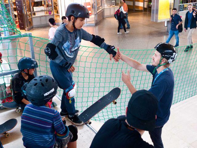 Skater auf der Rampe beim Skatebahnhof, Foto: Werbegemeinschaft Münchner Bahnhöfe GbR