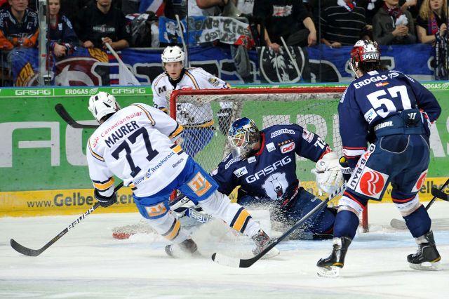 Das Auswärtstrikot der Saison 2010/11, hier im Einsatz gegen die Eisbären Berlin, Foto: CITYPRESS