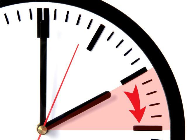 Zeitumstellung Uhr wird vorgestellt, Foto: kaarsten / Shutterstock.com