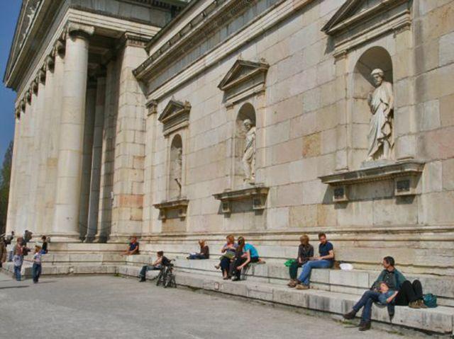 Glyptothek sitzende Menschen, Foto: Stefan Strasser