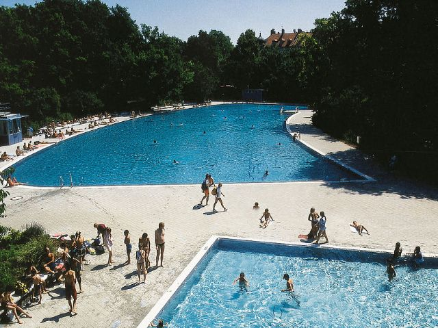 The outdoor pools of the Ungererbad in munich., Foto: SWM