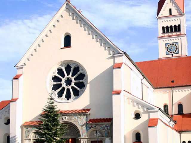 Die Kirche Maria Schutz in Pasing.