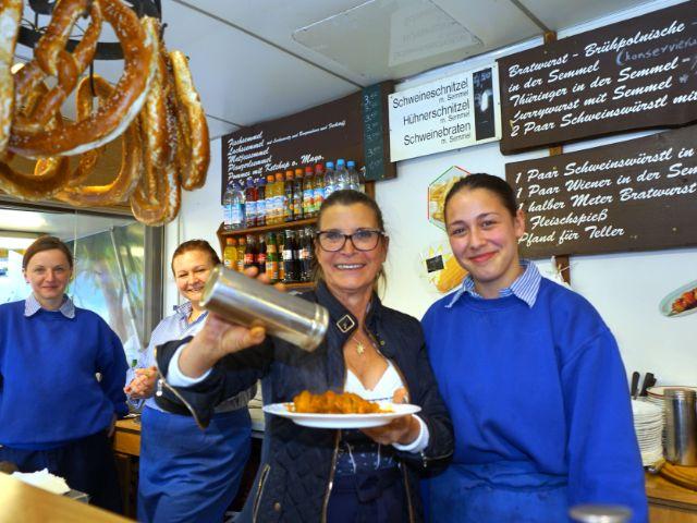 Die Standl-Frauen Anita, Lucia, Elena und Alexa auf der Auer Dult (von links), Foto: muenchen.de / Dan Vauelle
