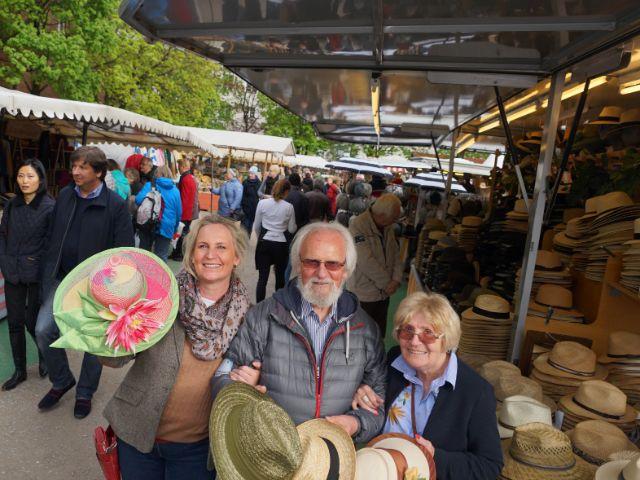 Nathalie Poppe mit ihren Eltern Hans-Joachim Poppe und Renate Poppe auf der Auer Dult (von links), Foto: muenchen.de / Dan Vauelle