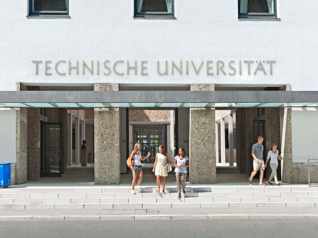 Haupteingang der TU München nach der Renovierung, Foto: Benz, Uli / TUM