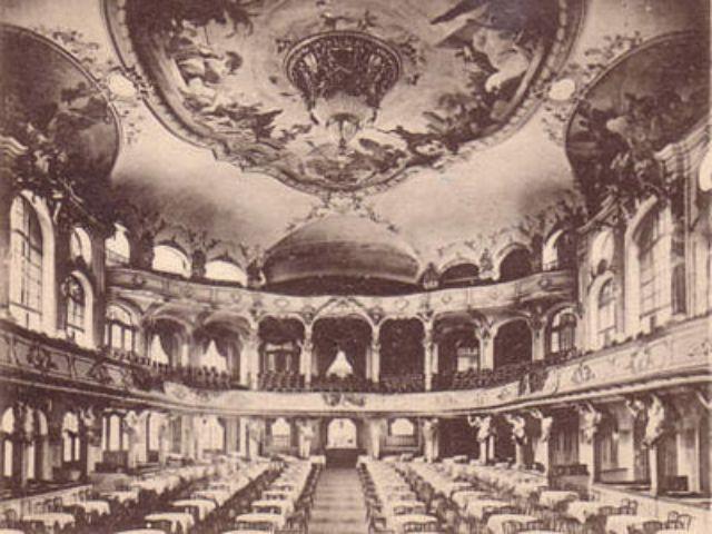 Das Deutsche Theater in München auf einem alten Postkartenmotiv.