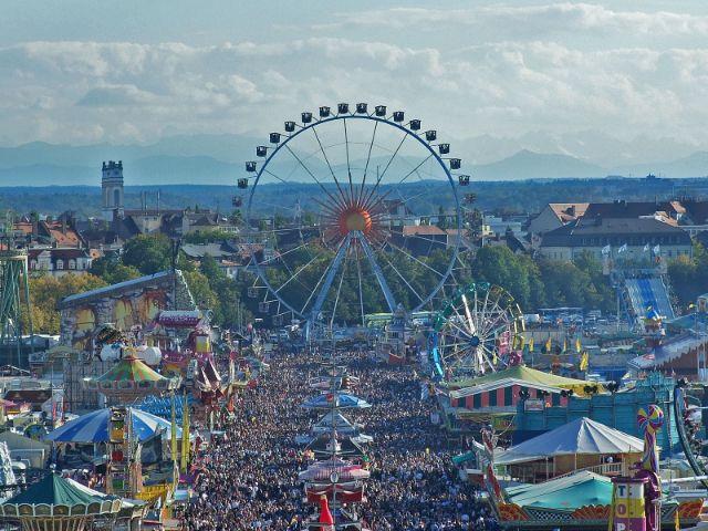 Oktoberfest München mit Riesenrad, Foto: muenchen.de