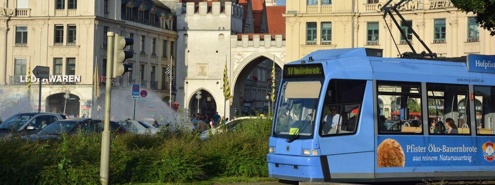 Tram 17 am Stachus, Foto: muenchen.de/Michael Hofmann