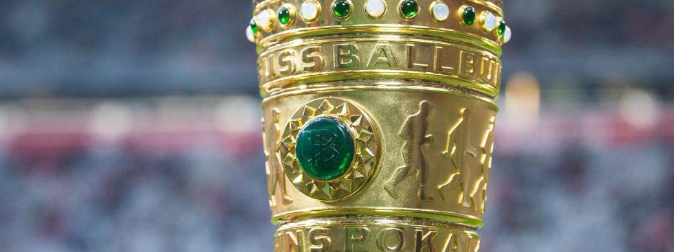 Der DFB-Pokal steht in der Allianz Arena, Foto: dpa / nordphoto / Straubmeier