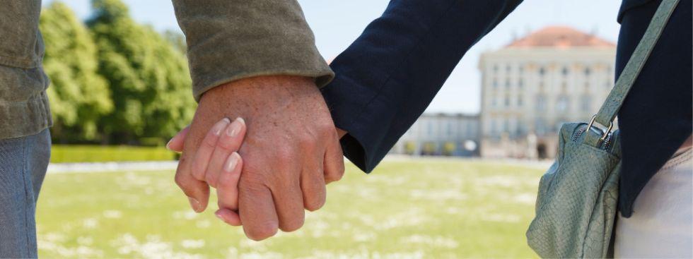 Paar hält Händchen, Foto: München Tourismus