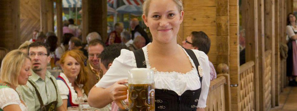 Wiesn-Bedienung im Festzelt Zum Stiftl, Foto: Katy Spichal