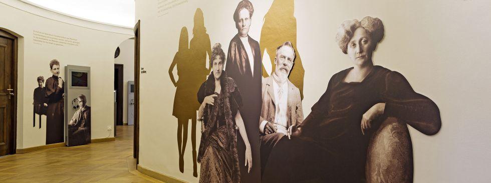"""Ausstellung """"Evas Töchter"""", Foto: Münchner Stadtbibliothek / Monacensia"""