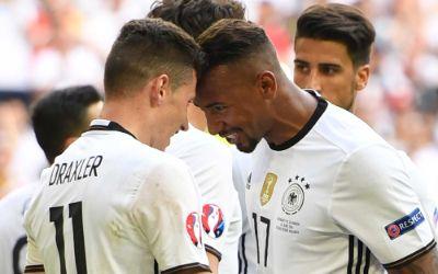 Julian Draxler und Jerome Boateng beim Torjubel im EM-Achtelfinale der Deutschen gegen die Slowakei