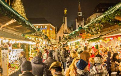 Budengasse auf dem Münchner Christkindlmarkt