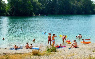 Langwieder See mit Badebucht