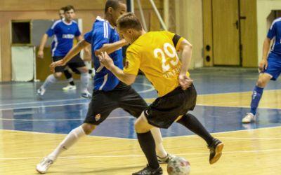Futsal-Spieler im Zweikampf