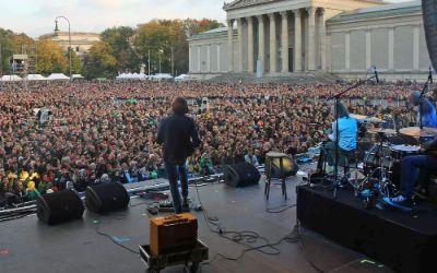 Die Zuschauermenge auf dem Königsplatz beim Konzert der Band Dreiviertelblut