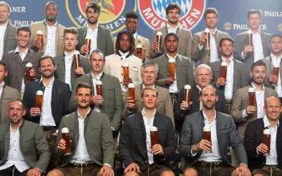 Die Profis des FC Bayern München in Lederhosen