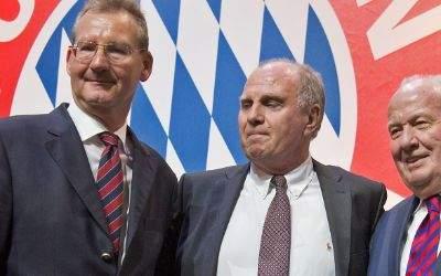 Der neugewählte Präsident Uli Hoeneß (M) und die beiden neugewählten Vizepräsidenten Dieter Mayer (l) und Walter Mennekes
