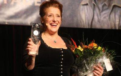 Luise Kinseher mit dem Sigi Sommer Taler
