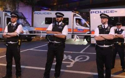 Polizisten im Londoner Stadtteil Finsbury