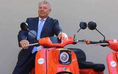 Dieter Reiter mit Elektro-Roller