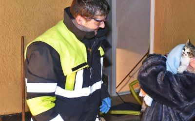 Feuerwehr rettet Katze aus Abflussrohr