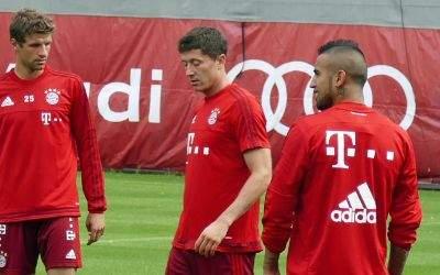Thomas Müller, Robert Lewandowski und Arturo Vidal im Training