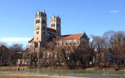 Die Kirche St. Maximilian in der Wintersonne