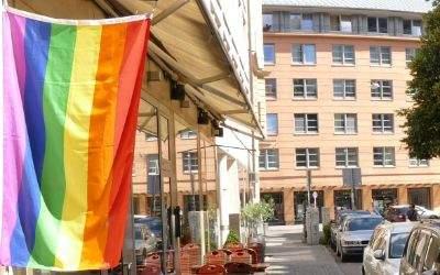 Regenbogen-Fahne in der Hans-Sachs-Straße in München