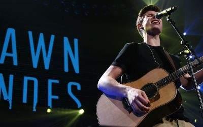Der Sänger Shawn Mendes rockt die Bühne