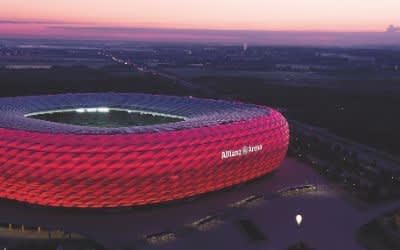 Allianz Arena in der Dämmerung