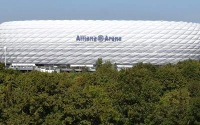 Die Allianz Arena vom Fröttmaninger Berg aus gesehen