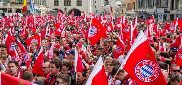 Fans auf dem Marienplatz.