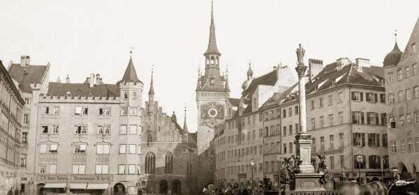 Historische Aufnahme: Ostseite und Südostseite des Marienplatzes